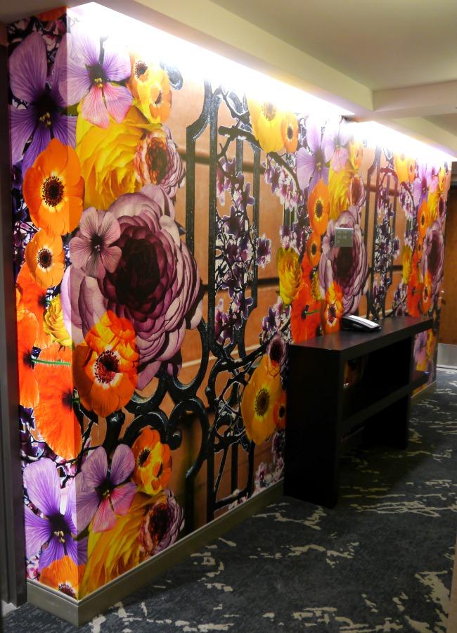 The original flower-district themed wallpaper