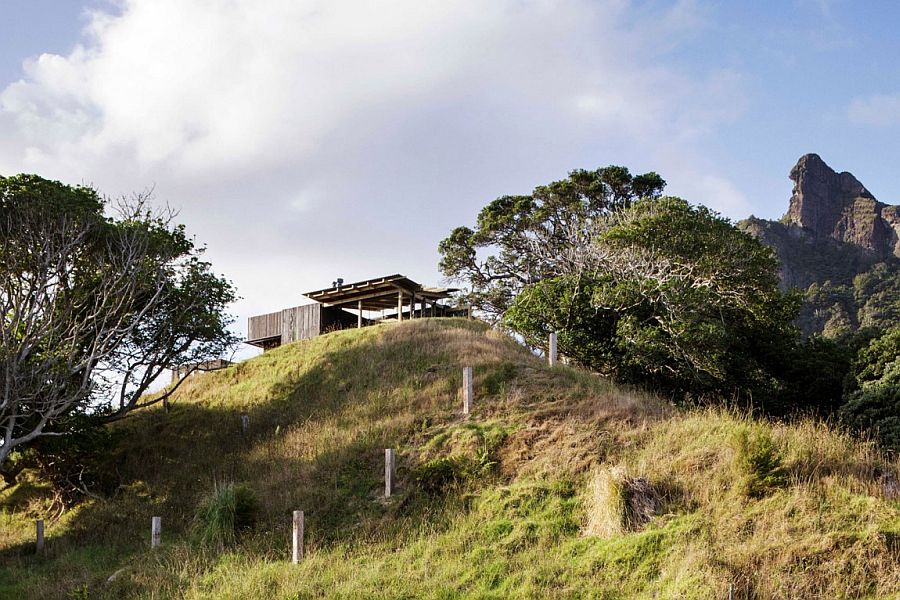 Castle Rock House situated on a small, hilly lot in Auckland, New Zealand