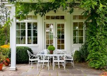 Classic-wrought-iron-table-and-chairs