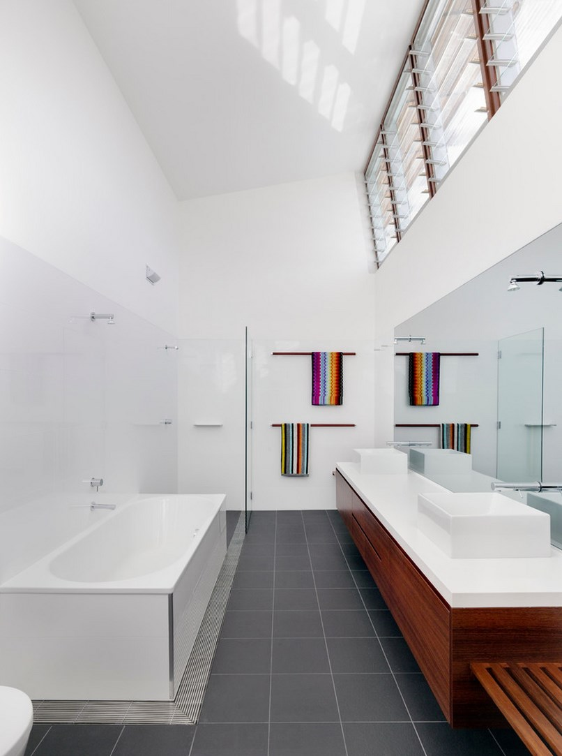 Colorful towels add interest to a contemporary bathroom