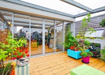 Dutch-apartment-with-adaptable-terrace-colorful-plants-217x155