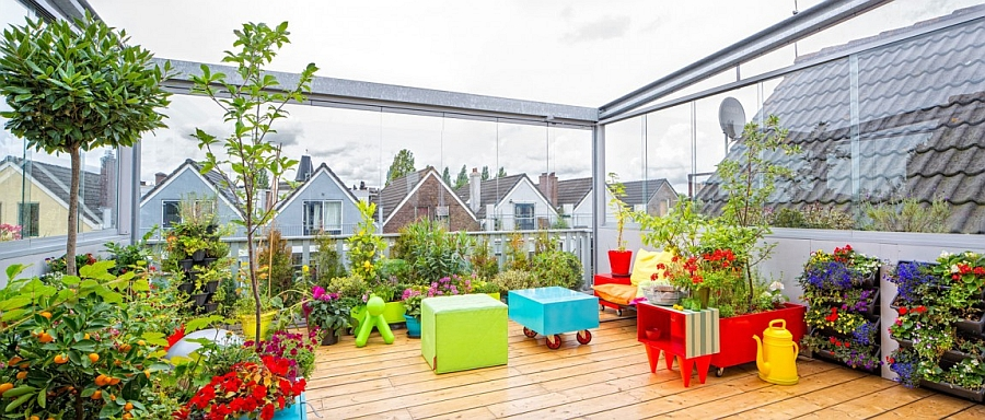 Dutch apartment with adaptable terrace greenhouse