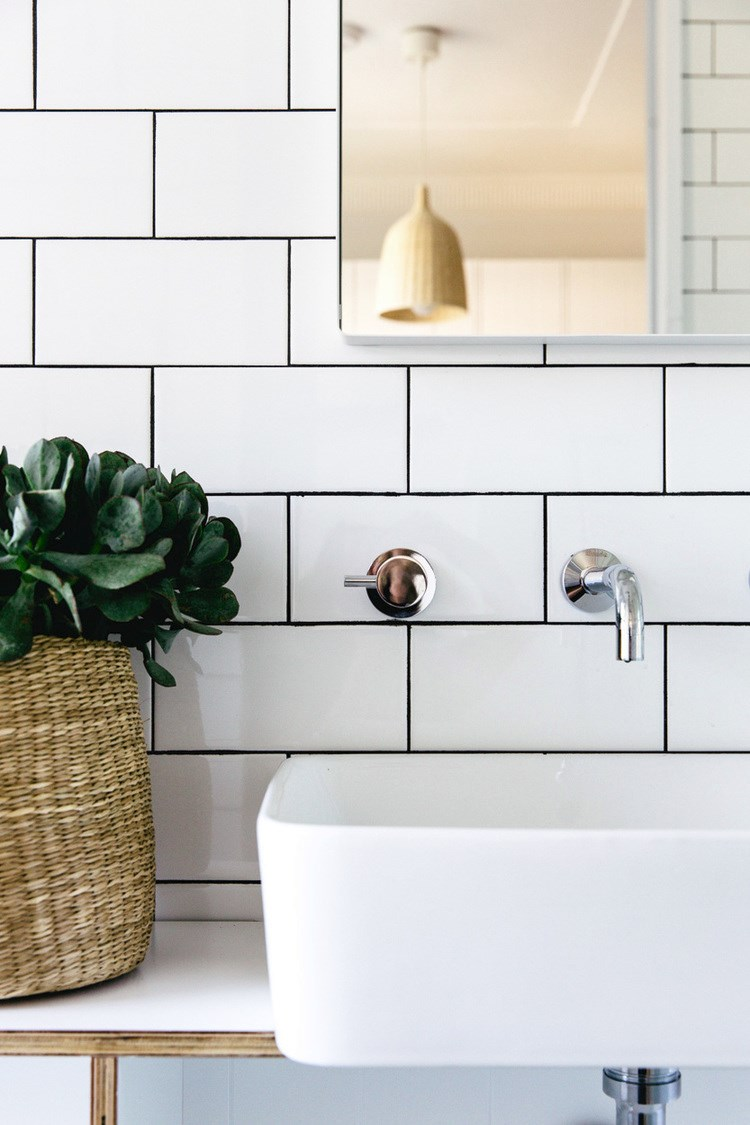 Less is more modern bathroom decor for Earthy bathroom ideas