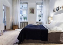 Elegant-bedroom-keeps-the-color-palette-simple-and-neutral-217x155