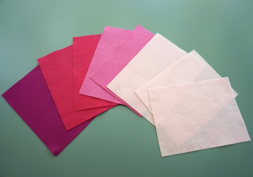 Felt sheets in shades of pink