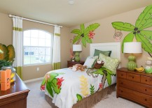 Fun motifs enliven the small kids' bedroom