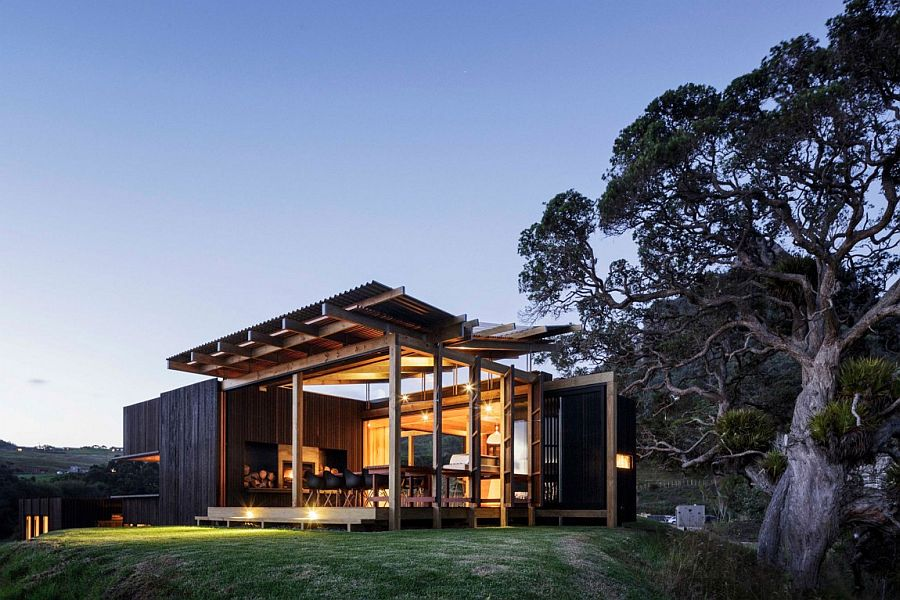 Castle Rock Holiday House in Auckland by Herbst Architects