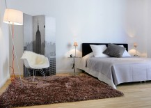 Interesting-use-of-screen-in-the-modern-bedroom-217x155