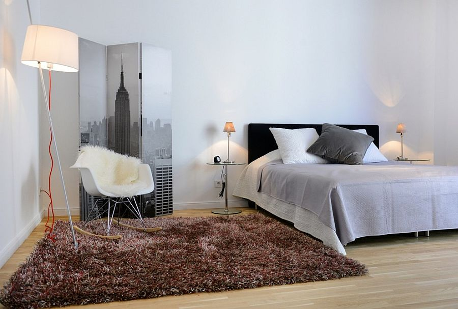 ... Interesting use of screen in the modern bedroom [From: Wellhausen  Immobilien Styling]