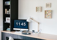 Keep the decorations in the Scandinavian home office simple and unassuming