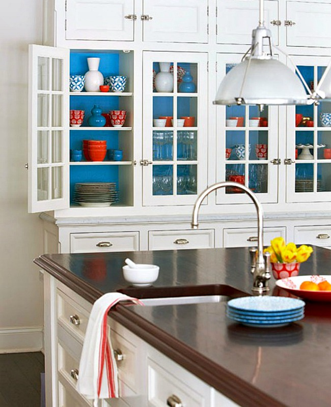 This bright blue was coordinated with existing colorful dishes for impact and fun