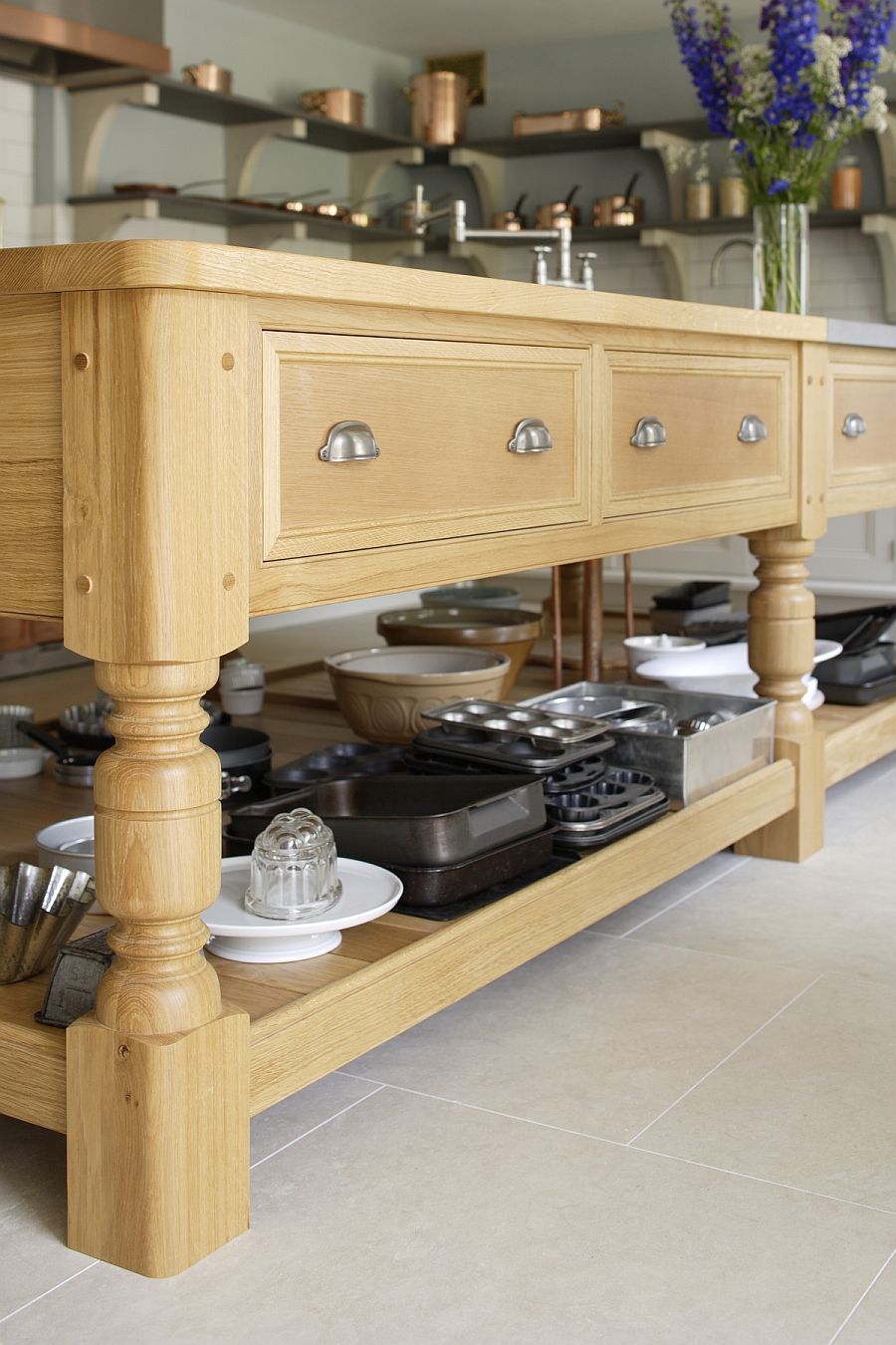 Kitchen table in solid English oak with custom design