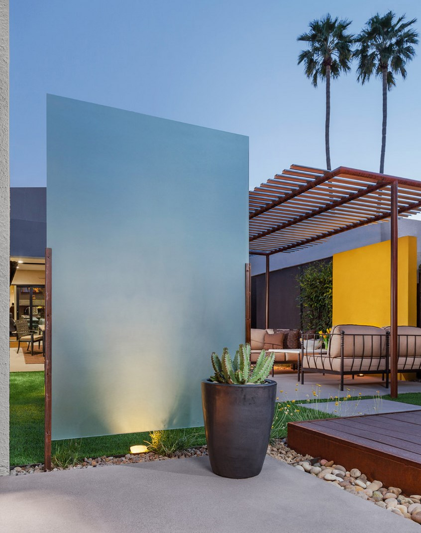 Landscape lighting on a privacy partition