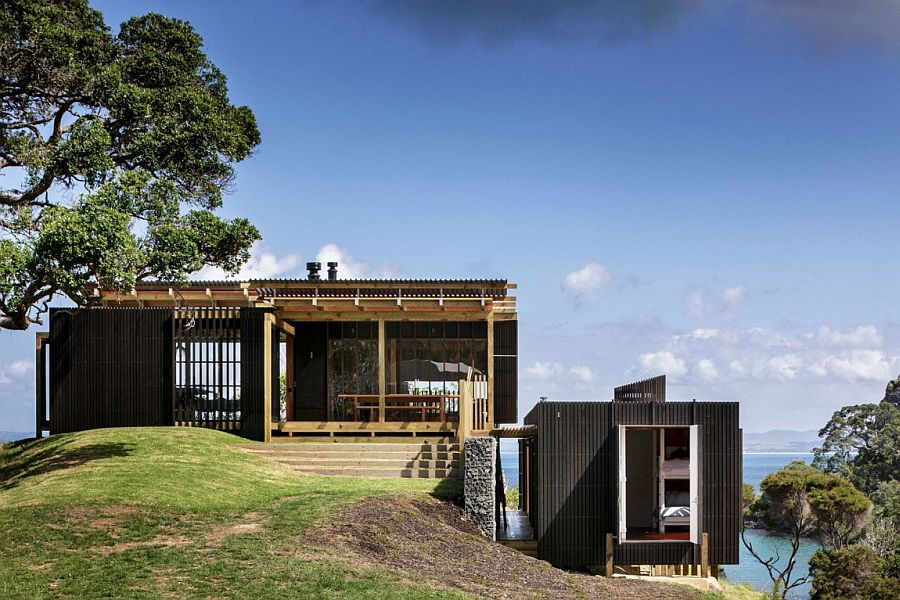 Lovely holiday home in Auckland with Sea and Mountain views Exquisite Holiday House with Scenic Sea and Mountain Views