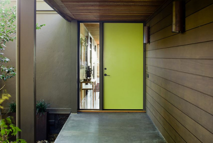 Modern entrance with a yellow door
