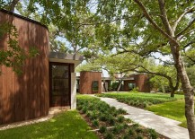 Old trees and a lovely green garden create a lovely entry 217x155 Lake View Residence Promises a Relaxed Lifestyle in the Lap of Nature