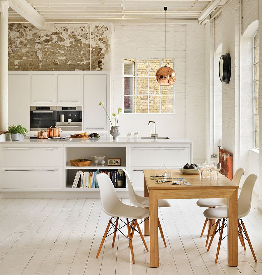 Pops of copper in the kitchen complement the pendant perfectly [Design