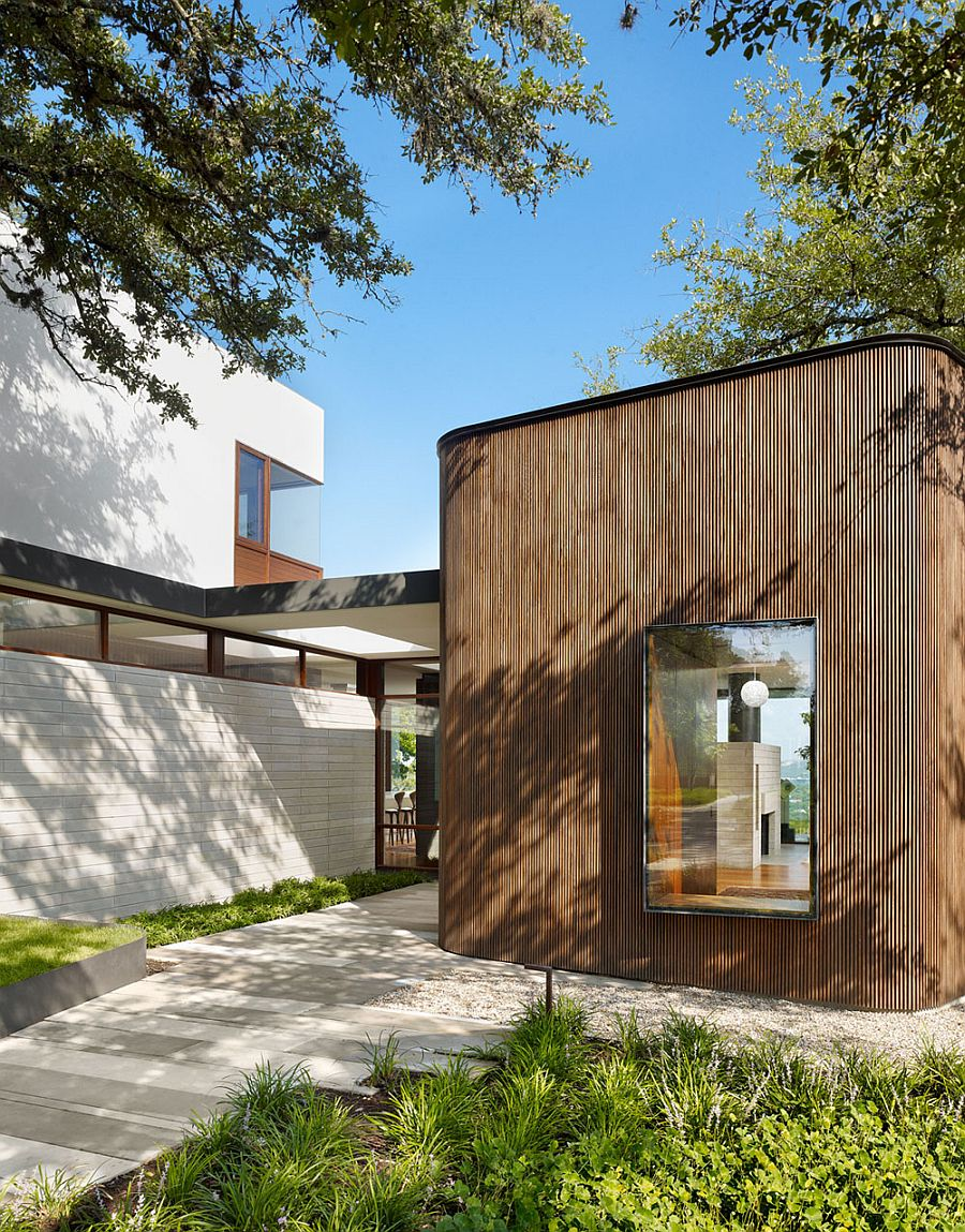 Smart design of the private Texas home offers ample privacy