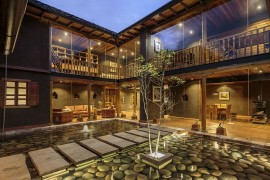 Stunning Courtyard and Natural Materials Shape Loma House in Ecuador
