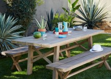Trays make outdoor dining easy