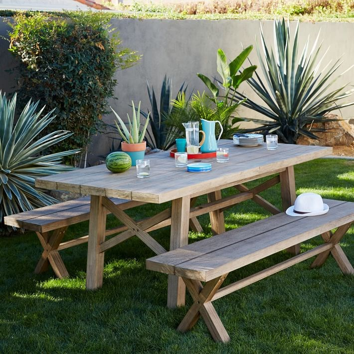 View In Gallery Trays Make Outdoor Dining Easy