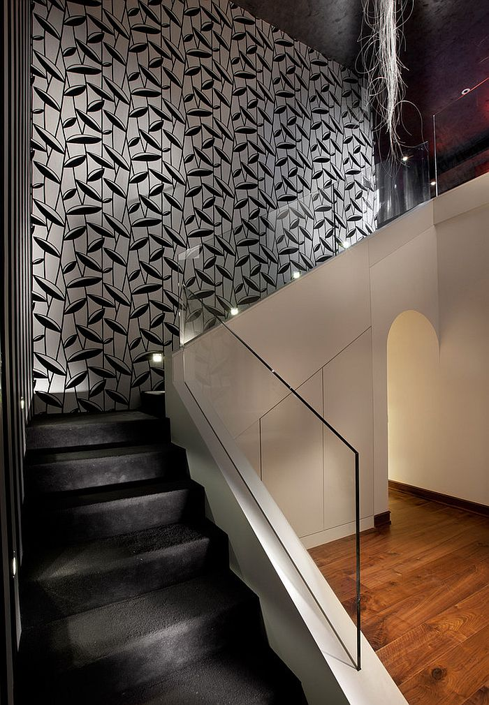 16 fabulous ideas that bring wallpaper to the stairway for Gorgeous modern staircase wall design