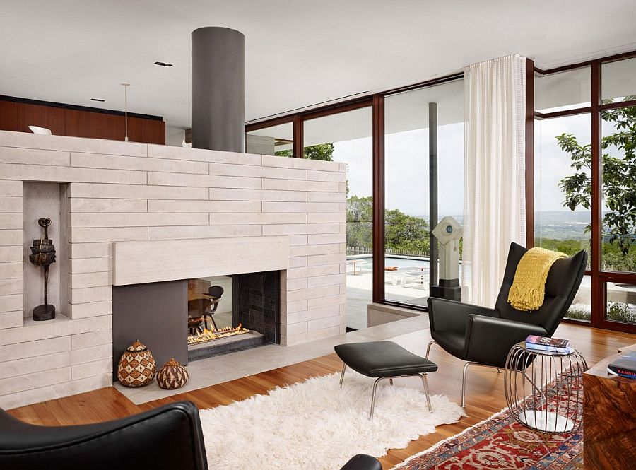Two-sided fireplace in the living room