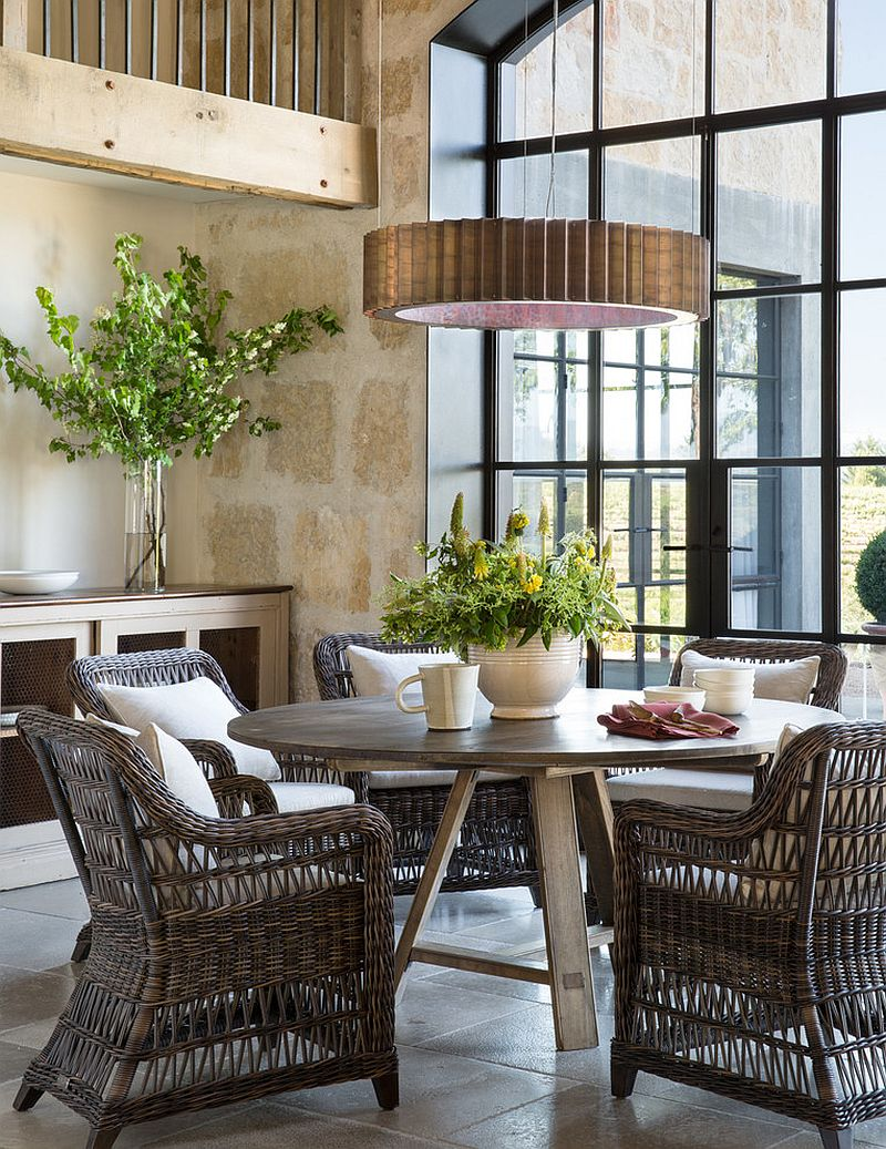 Use of natural materials for the dining table and chairs add to the Farmhouse style [Design: Jute Interior Design]