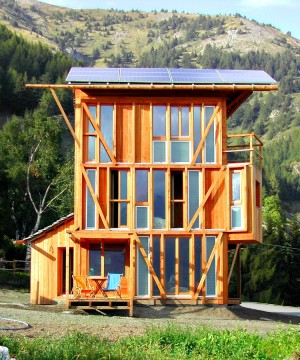 small-footprint-Solar-House