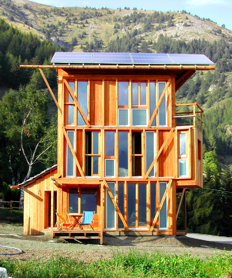 7 large homes with a small footprint for Small footprint cabin