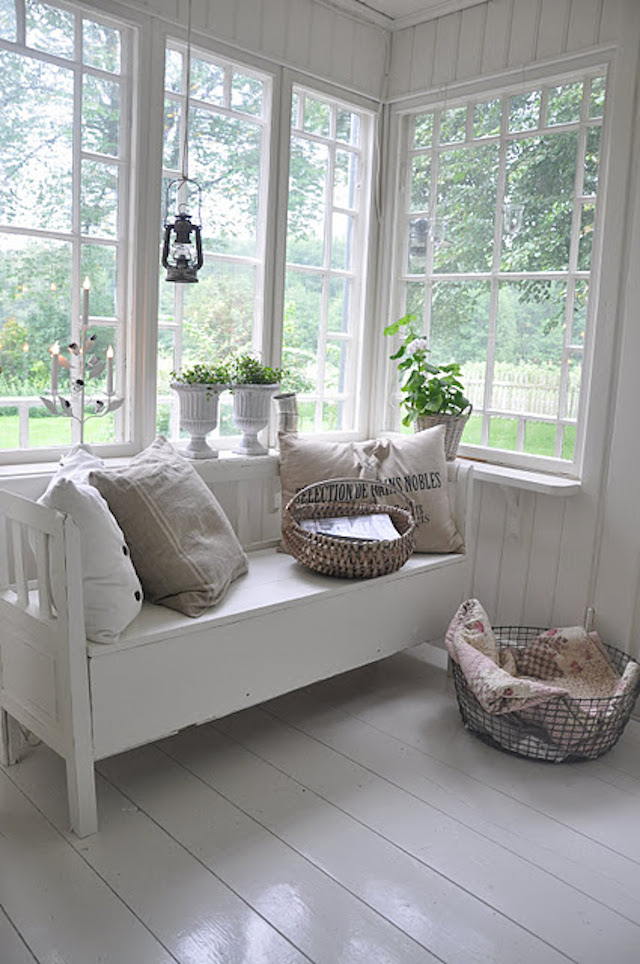 white sunroom 2 15 Bright Sunrooms That Take Every Advantage of Natural Light