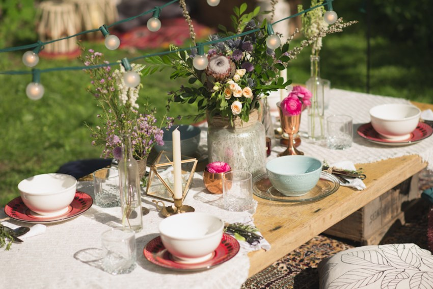 Bohemian picnic idea  Picnic Ideas: Style Tips for a Relaxed Outdoor Meal Bohemian picnic idea