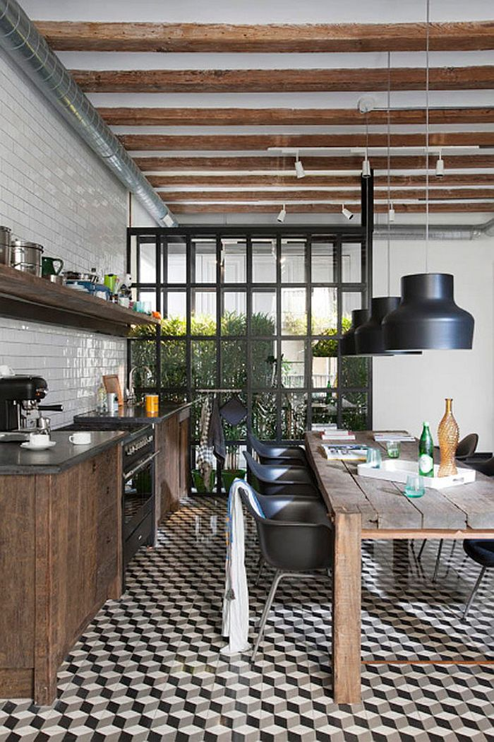 Large pendants in black for the hip industrial kitchen [Design: Egue y Seta]