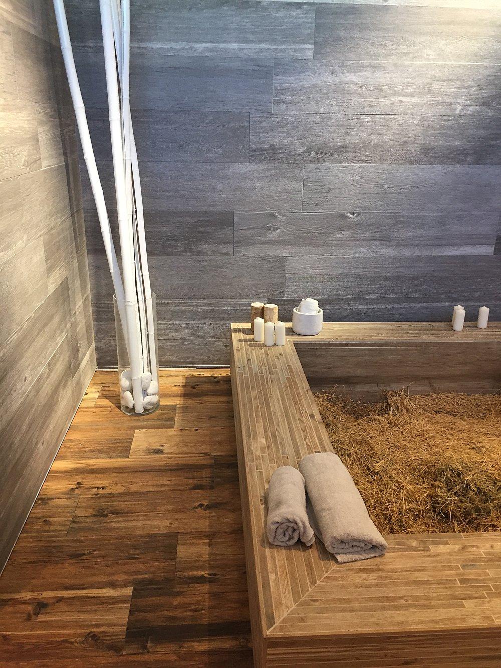 Ceramic tiles that imitate wood
