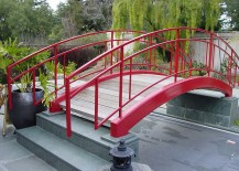 Colorful-bridge-becomes-an-instant-focal-point-in-the-contemporary-gaden-217x155