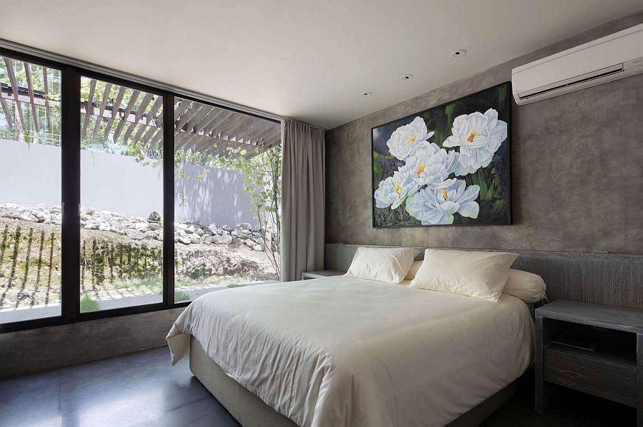 Concrete walls bring industrial, minimal beuaty to Villa Pecatu