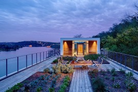 Rooftop Garden and Entry Rolled into One: Dramatic Cliff Dwelling in Austin