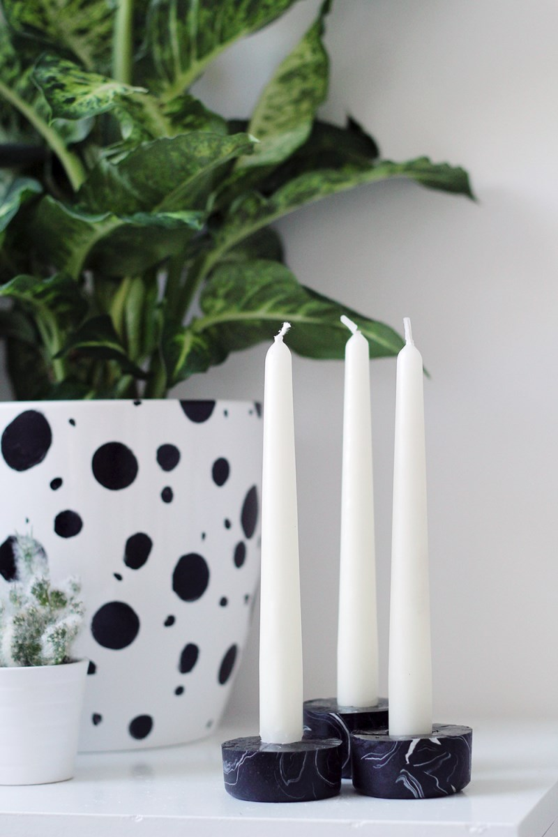 DIY black marble candle holders from Fall for DIY  10 DIY Projects with Marble Style DIY black marble candle holders from Fall for DIY