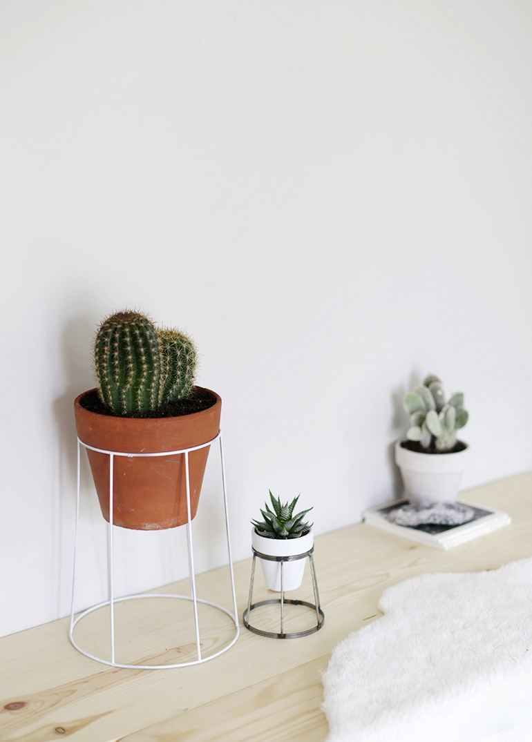 DIY wire plant stand from The Merrythought