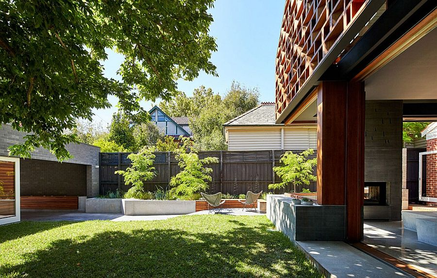Exterior of the MAKE House in Melbourne with a lovely yard