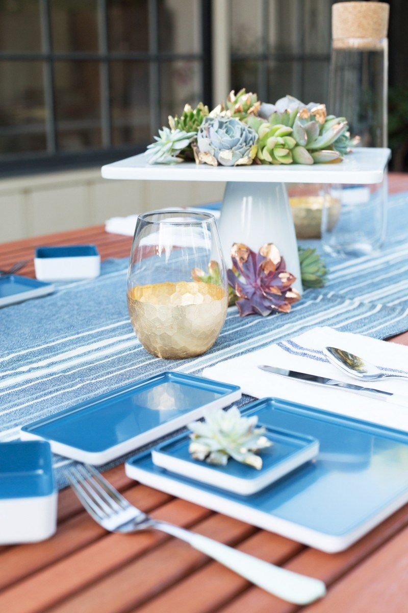 Fourth of July table setting idea from Lovely Indeed