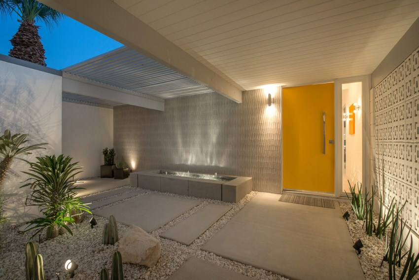 Gravel garden entrance to a Palm Springs home