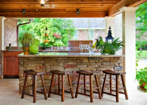 A simple conversion takes this patio into a relaxing bar