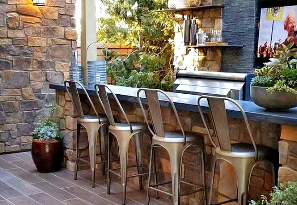 A classy bar for a smaller space