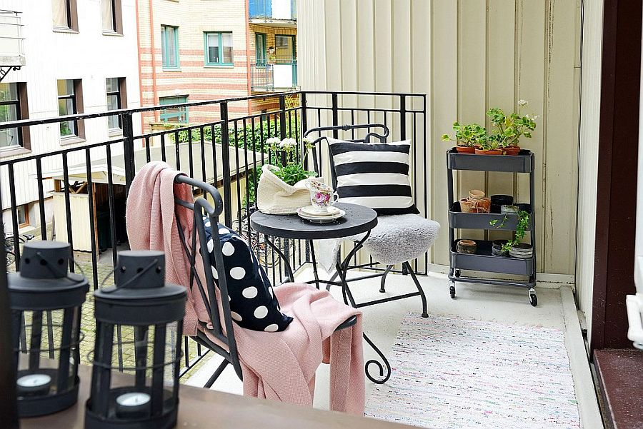 Keeping the small balcony decorations simple and stylish