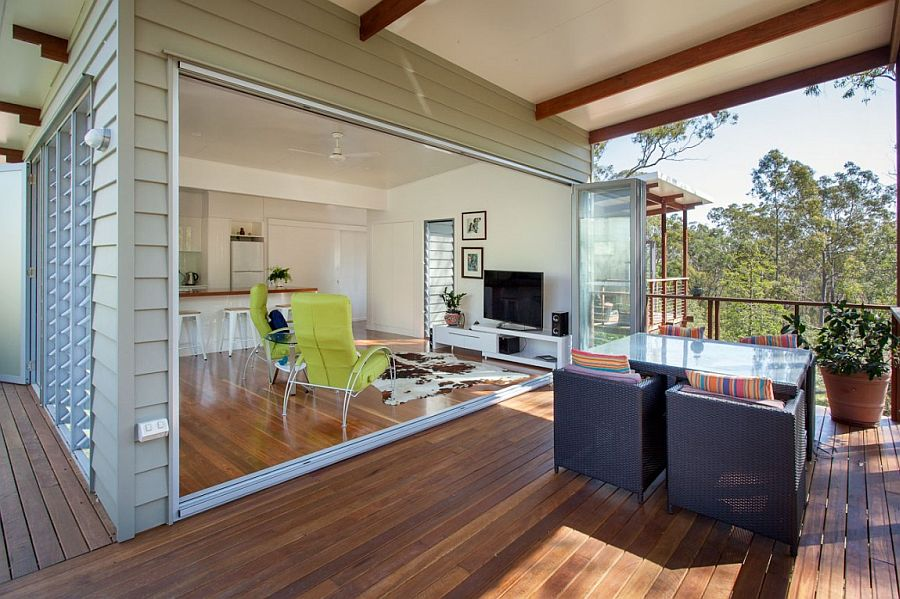 Living room that is seamlessly connected with the outdoor sitting space