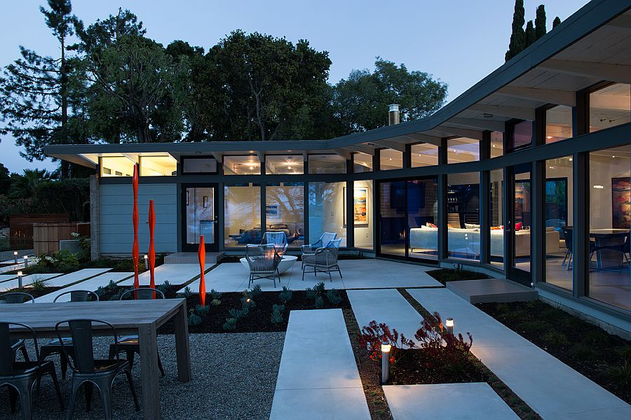 View In Gallery Lovely Lighting Takes Over The Californian Home After Sunset