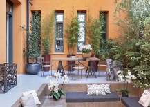 Lovely private garden inside urban Italian home