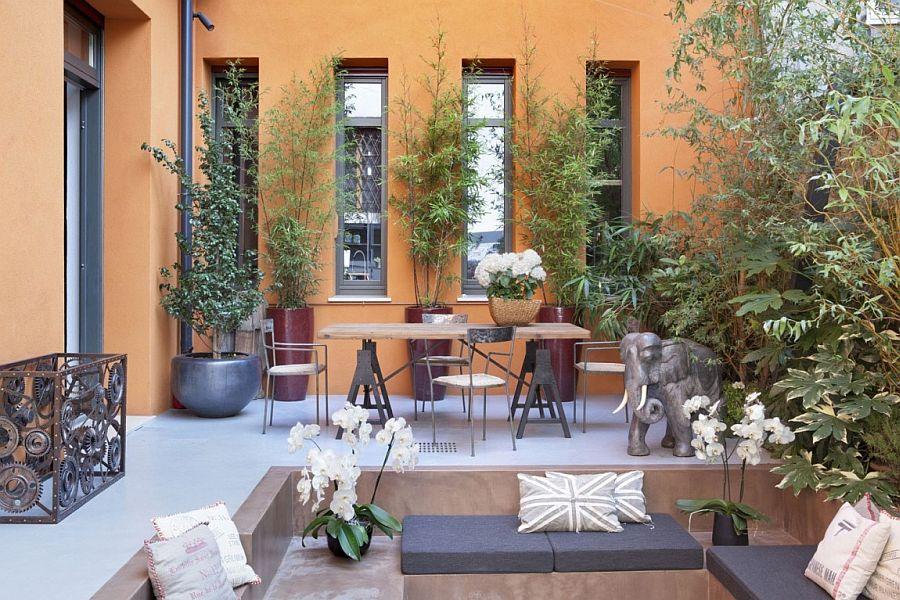 Lovely private garden inside urban Italian home