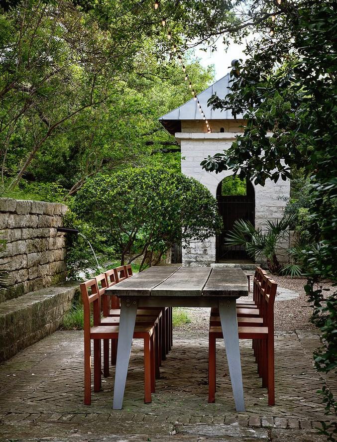 Lush garden patio with an outdoor dining area